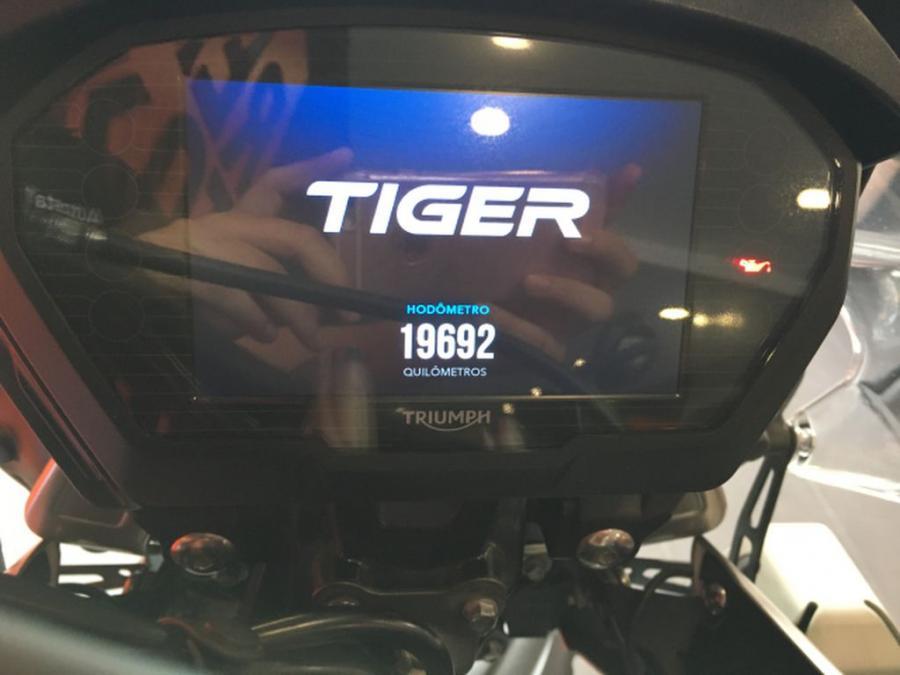 TRIUMPH TIGER 800 XCA 5