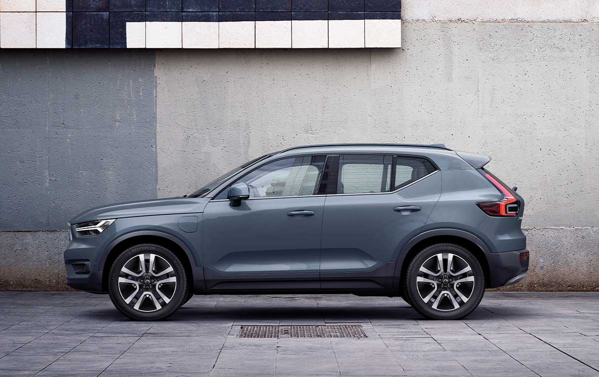 XC40 RECHARGE<br>PLUG-IN HYBRID